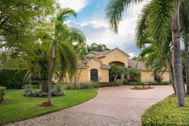 Gorgeous Private Retreat in Gated Community (photo 1)