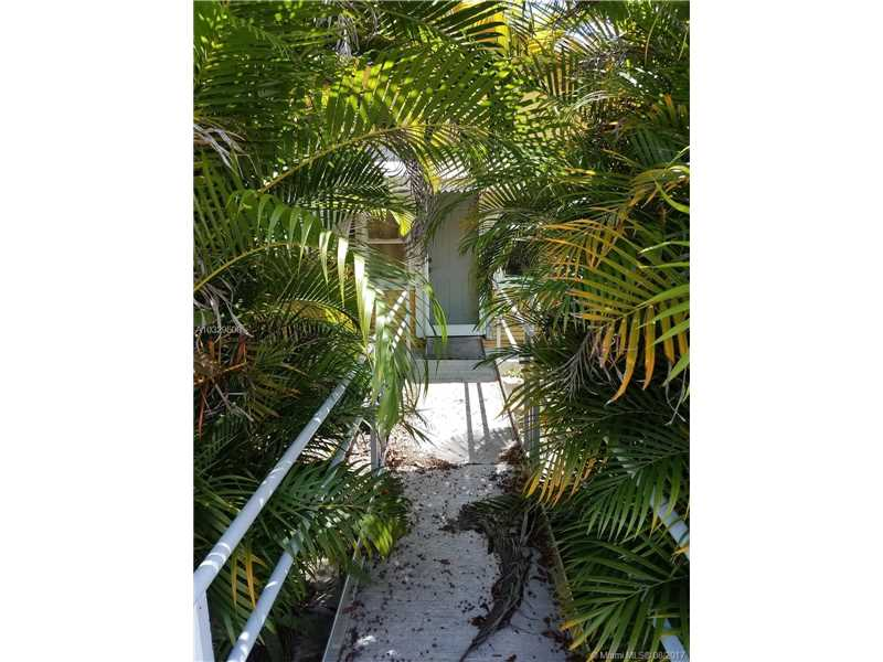 3056 Sw 18th St, Miami, FL - USA (photo 3)