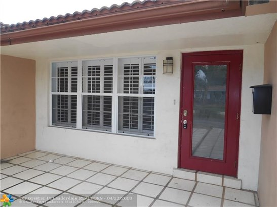 Jenada Villas, 816 Nw 30th St, Wilton Manors, FL - USA (photo 2)