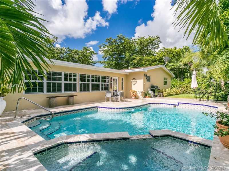 2301 Ne 196th St  , Miami, FL - USA (photo 1)
