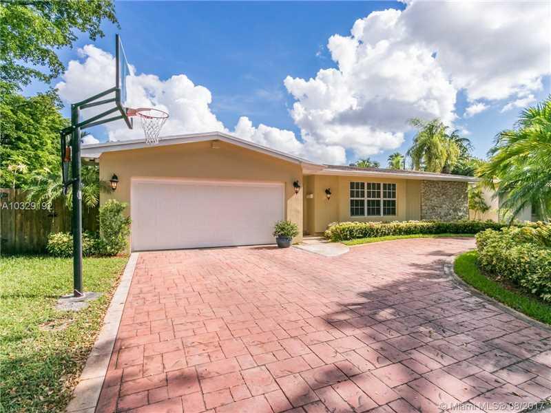 2301 Ne 196th St  , Miami, FL - USA (photo 2)