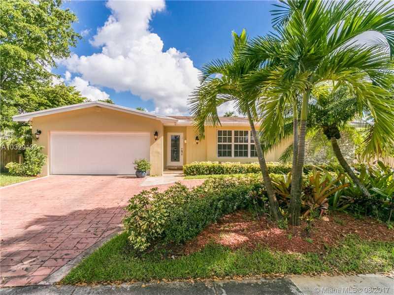 2301 Ne 196th St  , Miami, FL - USA (photo 3)