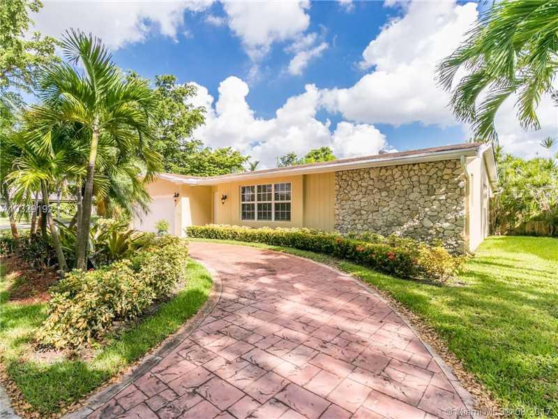 2301 Ne 196th St  , Miami, FL - USA (photo 4)