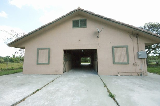 Stable Front (photo 1)