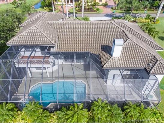 Huge sreened pool and patio (photo 3)