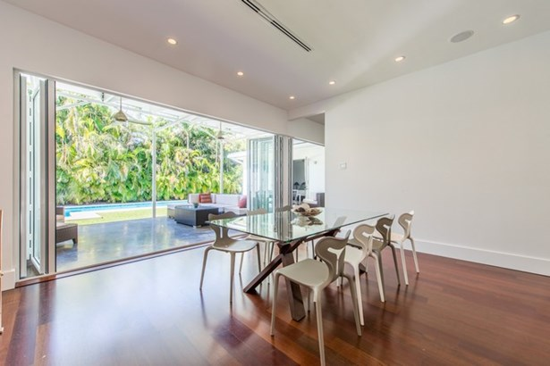 Open Floor Plan with great yard view (photo 5)