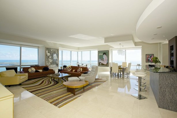 Living Area (photo 1)