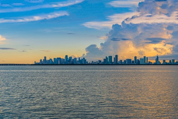5718 N Bay Rd, Miami Beach, FL - USA (photo 1)