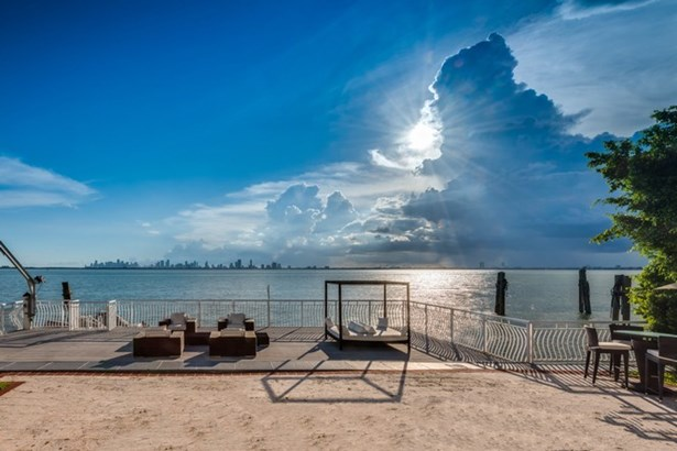5718 N Bay Rd, Miami Beach, FL - USA (photo 2)