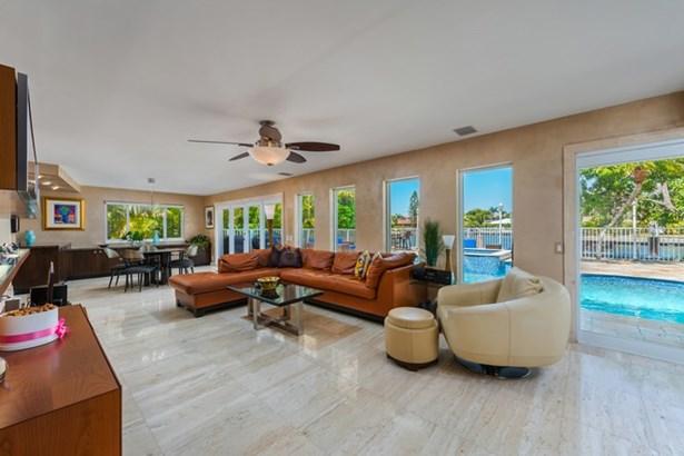 484  Tamarind Drive  , Hallandale, FL - USA (photo 5)