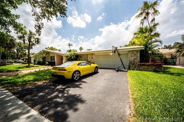 16200  Aberdeen Way  , Miami Lakes, FL - USA (photo 2)