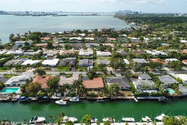 1421 Ne 104th St  , Miami Shores, FL - USA (photo 2)