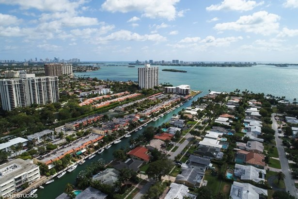 1421 Ne 104th St  , Miami Shores, FL - USA (photo 3)
