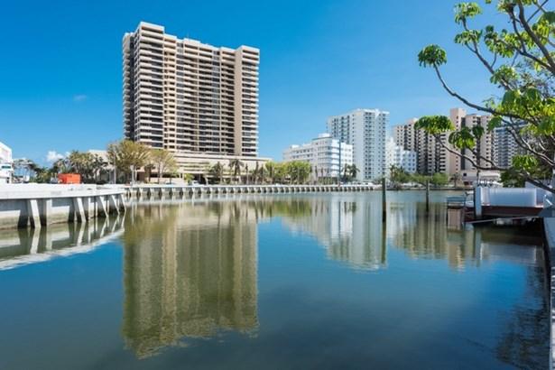 2575  Flamingo Dr  , Miami Beach, FL - USA (photo 3)