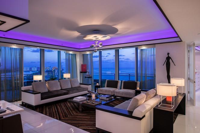 Living room at dusk (photo 2)