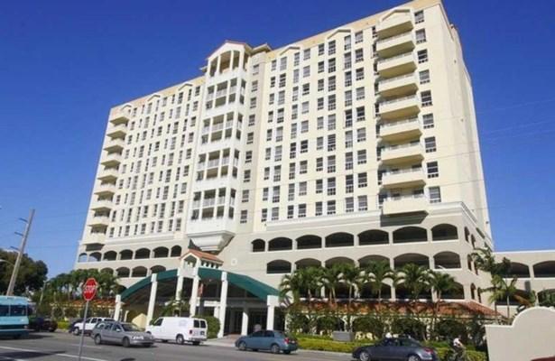 2351  Douglas Rd  , Miami, FL - USA (photo 3)