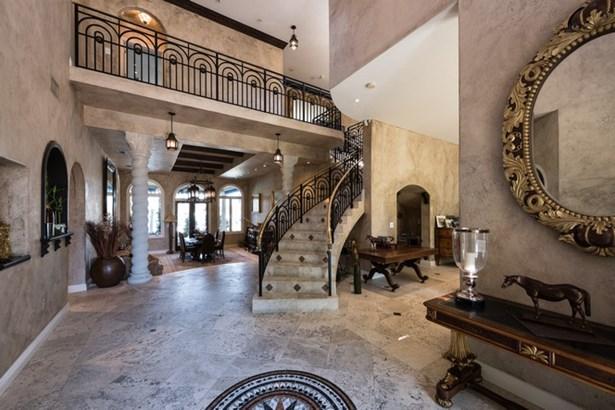 Elegant foyer entrance (photo 3)