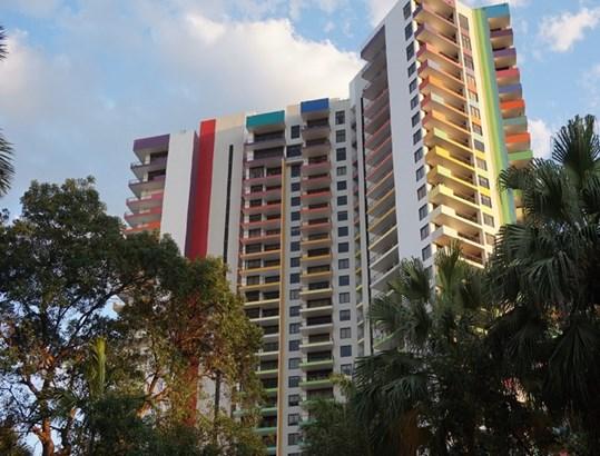Building (photo 1)