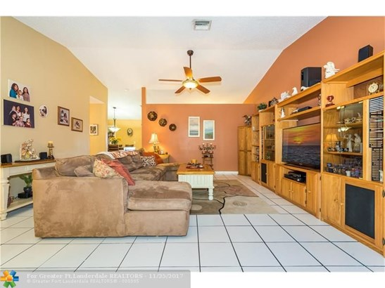 1071 Nw 87th Ave, Coral Springs, FL - USA (photo 5)