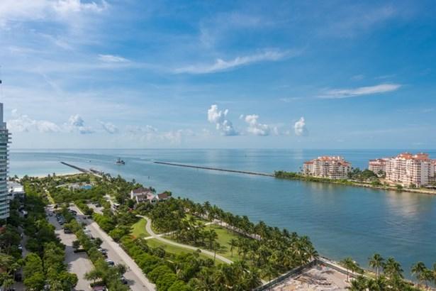 800 S Pointe Dr  , Miami Beach, FL - USA (photo 1)
