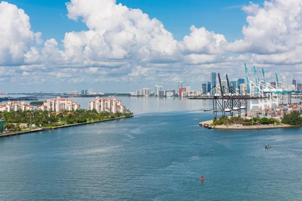 800 S Pointe Dr  , Miami Beach, FL - USA (photo 5)