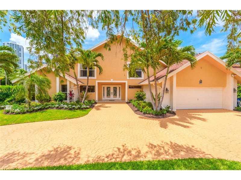 413 Holiday Drive, Hallandale, FL - USA (photo 2)