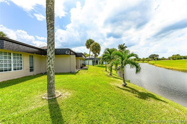 Woodlands, 5709  Bayberry Ln  , Tamarac, FL - USA (photo 3)