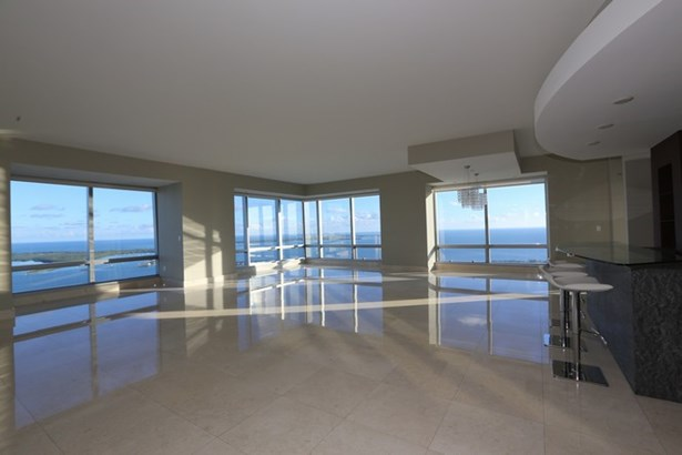 Millennium Tower Res, 1425  Brickell Av  , Miami, FL - USA (photo 2)