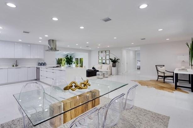 Grand open floor plan (photo 5)