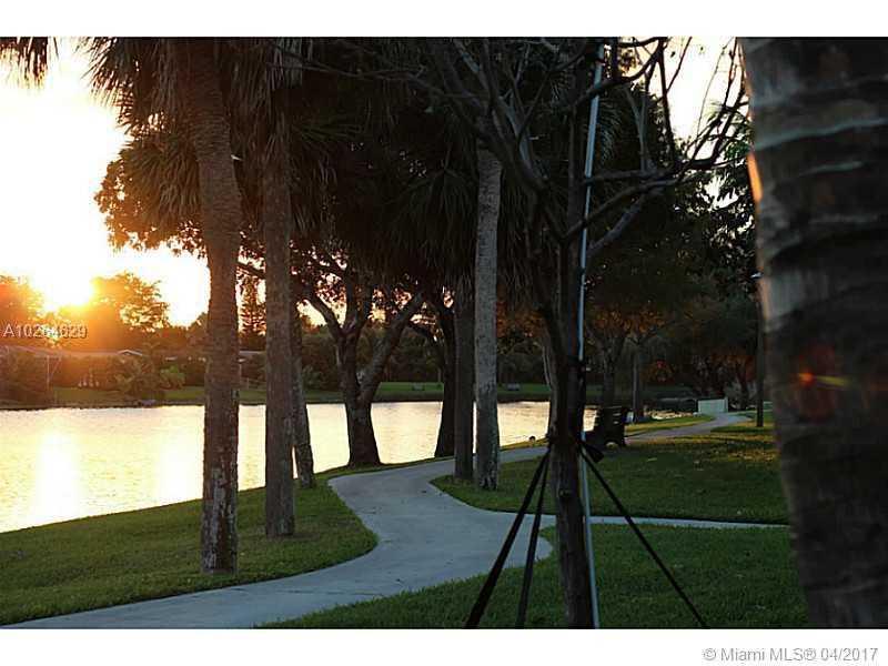 10980 Olive Ave # 10980, Pembroke Pines, FL - USA (photo 3)
