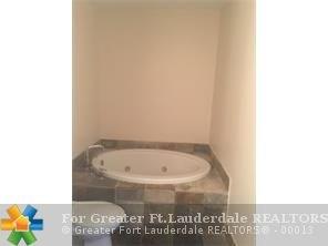 2631 Ne 14th Ave, Wilton Manors, FL - USA (photo 5)