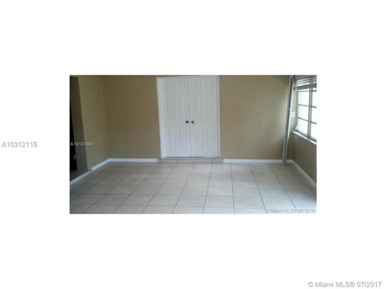 6331 Sw 80th St  , South Miami, FL - USA (photo 2)