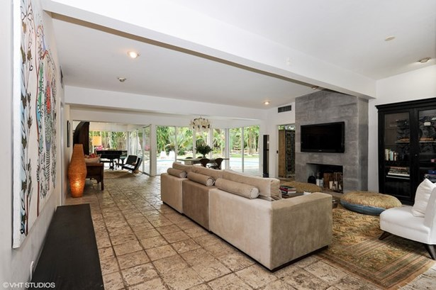 Sun-Filled Living Areas (photo 4)