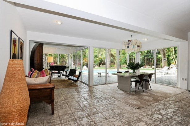 Dining Room with Pool Views (photo 5)