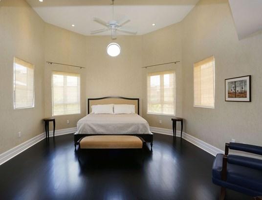 Guest Bedroom (photo 5)