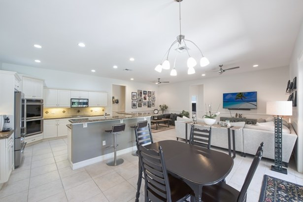 Magnificent Kitchen And Social Spaces (photo 3)