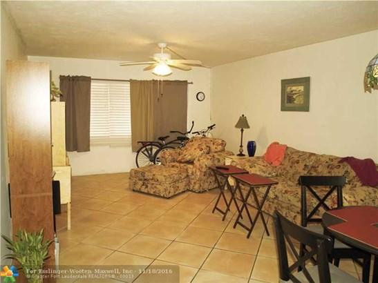 1530 Ne 191st St # 106, North Miami Beach, FL - USA (photo 3)