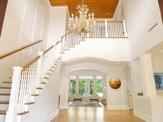 Magnificent Foyer (photo 3)