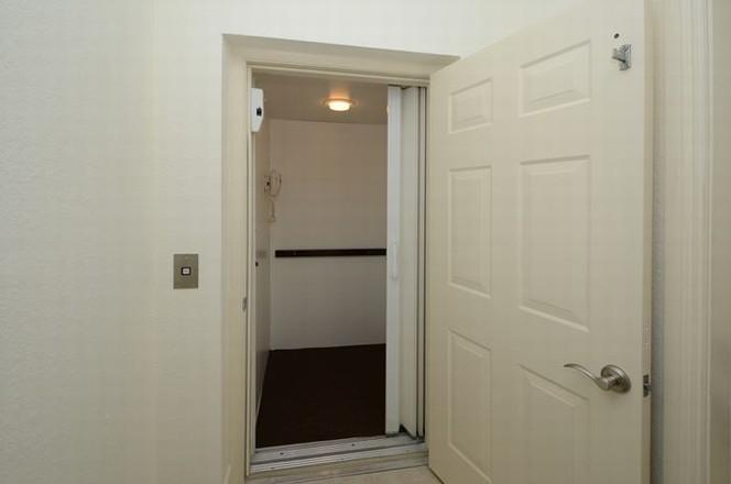 PRIVATE ELEVATOR (photo 4)