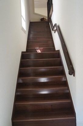 WOOD STAIRS (photo 5)