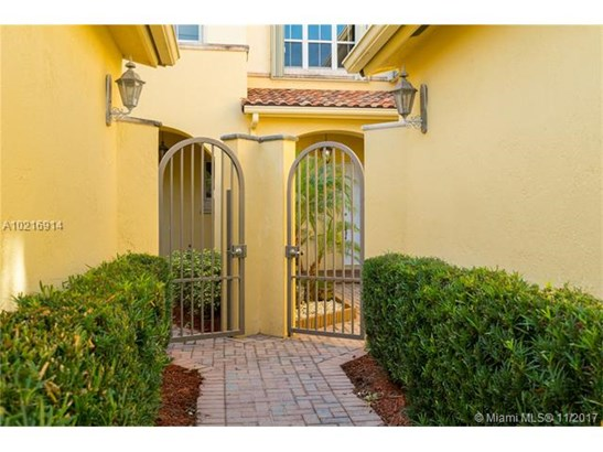 876  Spinnaker Drive West  , Hollywood, FL - USA (photo 2)