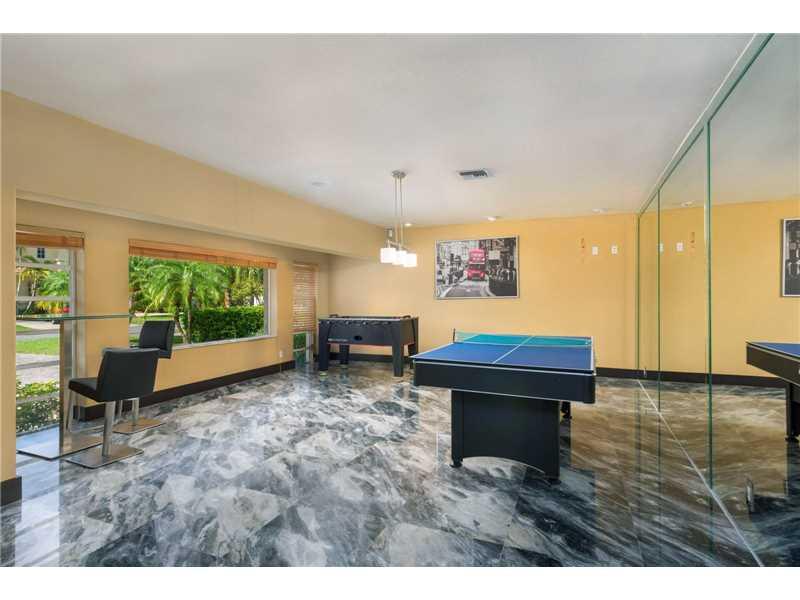 637 Oleander Drive, Hallandale, FL - USA (photo 5)