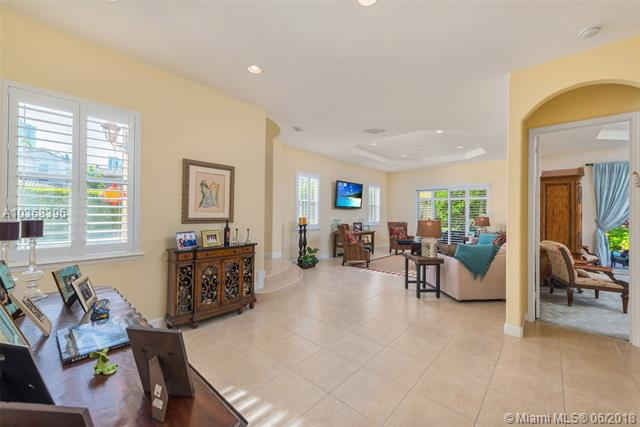 827  Spinnaker Drive East  , Hollywood, FL - USA (photo 3)