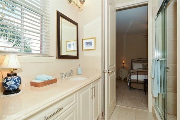 Jack & Jill Bathroom (photo 3)
