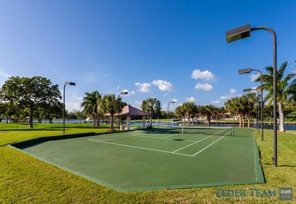 Tennis Court (photo 3)