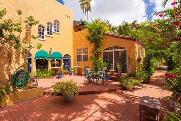 patio (photo 5)
