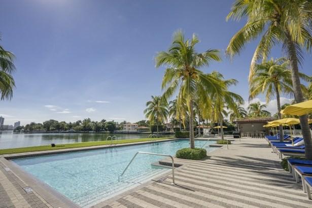 213  Aqua Ter  , Miami Beach, FL - USA (photo 2)
