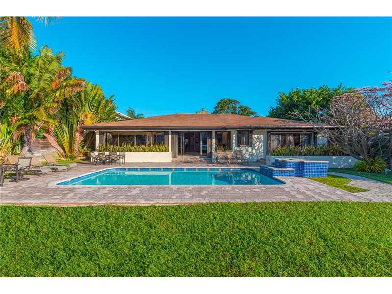 213 Holiday Dr, Hallandale, FL - USA (photo 1)