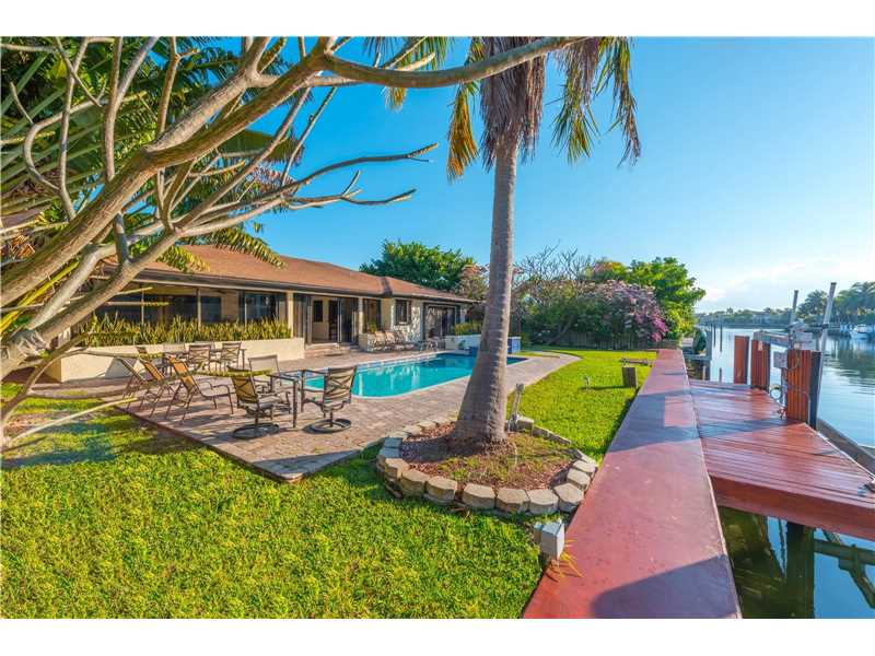 213 Holiday Dr, Hallandale, FL - USA (photo 2)