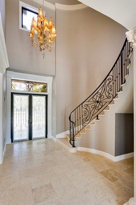 Entry and elegant curved staircase (photo 4)